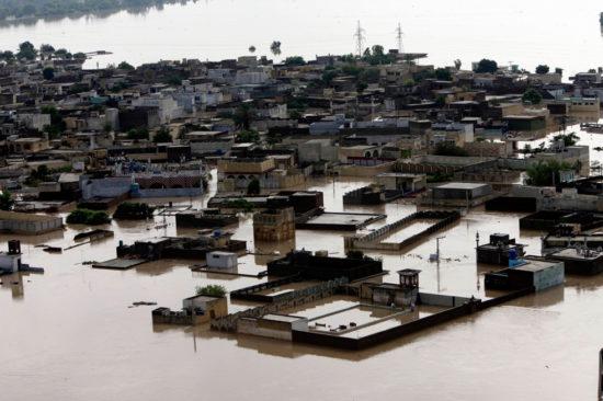 20100731214631431 550x366 Стихия. Наводнение