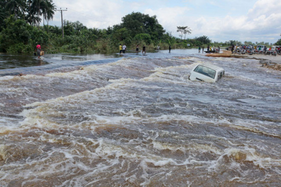 V Nigerii navodnenie 2 550x366 Стихия. Наводнение