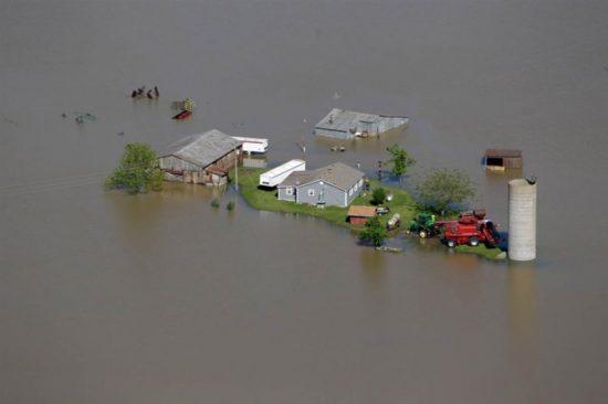 navodnenie v ssha 9 131 830x553 550x366 Стихия. Наводнение