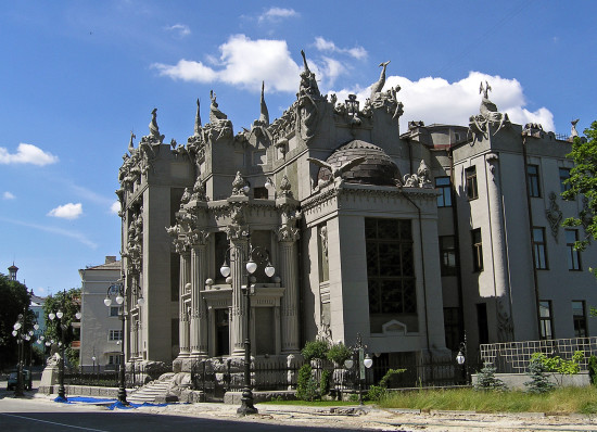 House with Chimaeras RU 550x398 Киев