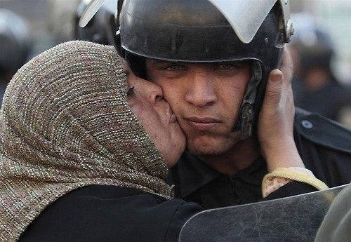 21 Народ и полиция. Фото со всего мира