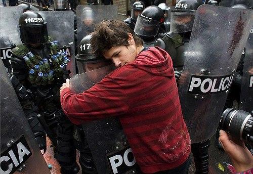 52 Народ и полиция. Фото со всего мира