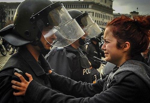 71 Народ и полиция. Фото со всего мира
