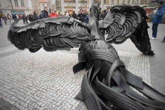 Ckulptura Pegasa z avtoshin zvedena na chest YEvromajdanu 550x366 ПОДДЕРЖКА