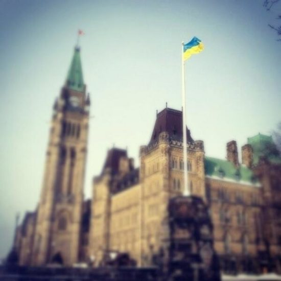 Kanada podnyala ukrainskij flag nad zdaniem svoego parlamenta. Vpervye v istorii. 550x550 ПОДДЕРЖКА