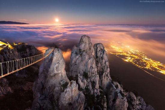 Noch voshod luny nad Aj Petri YAlta Krym 550x366 Крым