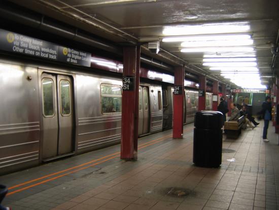 Nyc subway 34st station 550x415 ТЕОРИЯ РАЗБИТЫХ ОКОН И НЬЮ ЙОРКСКОЕ МЕТРО