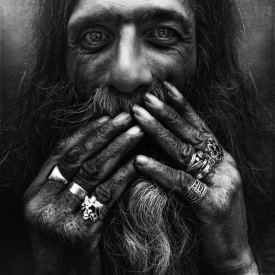homeless black and white portraits lee jeffries 43 550x550 Самое плохое в бедности – это то, что она заставляет говорить неправду
