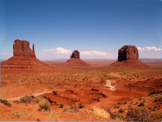 1349685592 dolmonum8 550x413 Долина Монументов в США