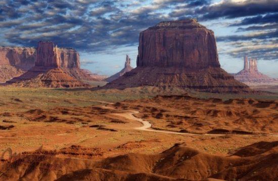 1349685597 dolmonum2 550x358 Долина Монументов в США