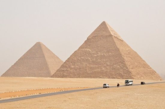 1352065010 3592440773 5f45fbf037 b 550x365 Египетские пирамиды