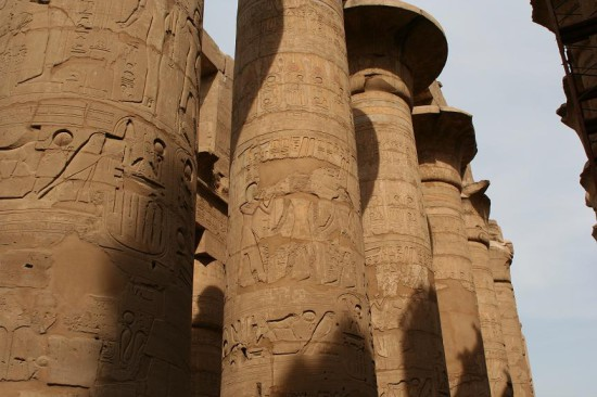 Kolonny Karnakskogo hrama v Luksore Egipet 550x366 О новом подходе к пониманию хронологии истории человека