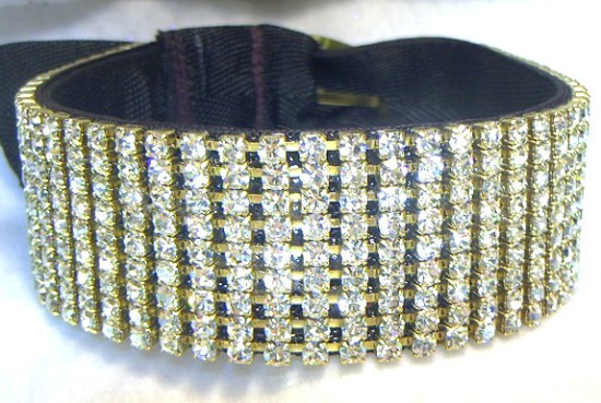 rhinestone diamond radiance dog collar 78 p 550x369 А в Африке дети голодают!