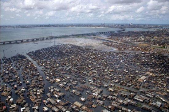 vqwv 1 550x364 Африканская Венеция: трущобы Макоко в Нигерии