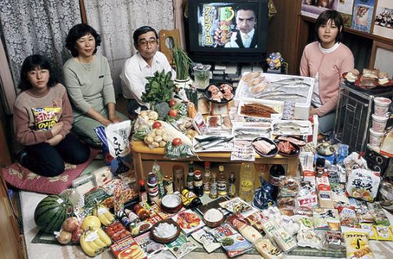 0 cf602 313b819b orig 550x363 Еда семей в разных странах мира