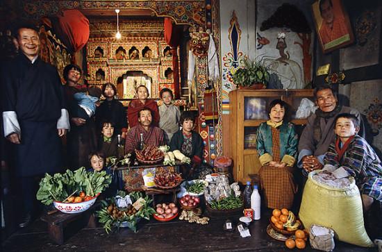 0 cf60f cf0a0537 orig 550x363 Еда семей в разных странах мира