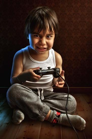 1362414007 adrian sommeling child joystick 365x550 Серия фотографий от Adrian Sommeling