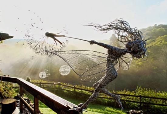 7047960 R3L8T8D 650 fantasywire wire fairy sculptures robin wight 23 550x376 Скульптуры из проволоки