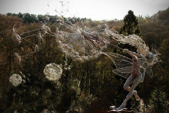 7052910 R3L8T8D 650 wire 5 550x368 Скульптуры из проволоки