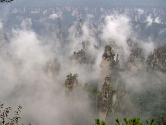 felsformationen im nebel 001 550x416 Национальный парк Чжанцзяцзе, Китай