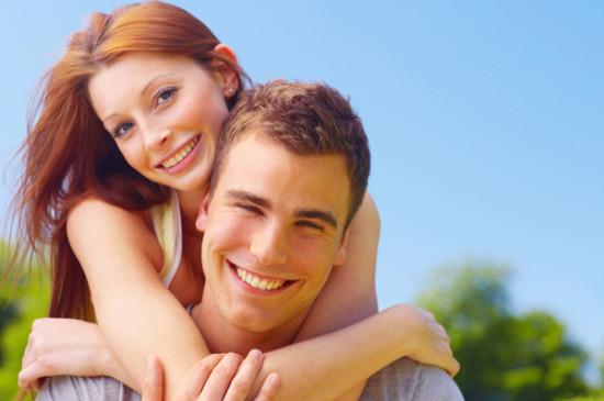 young couple embracing 550x365 КУРСИ ПІДГОТОВКИ ДО ЖИТТЯ В ПОДРУЖЖІ