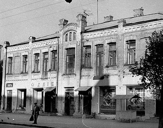 800px Hlibnij po vul. Lenina 550x431 Украина   Родина. Улыбки разных городов. Умань.