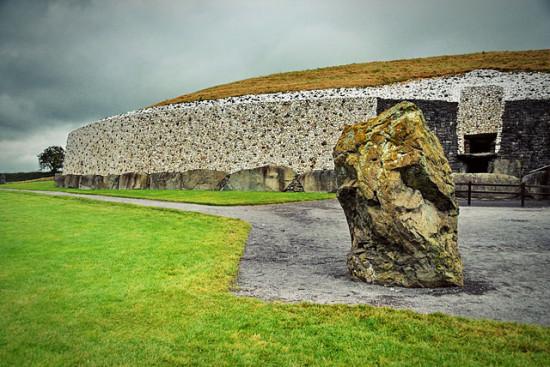Newgrange Ireland 2015 550x367 Ньюгрейндж