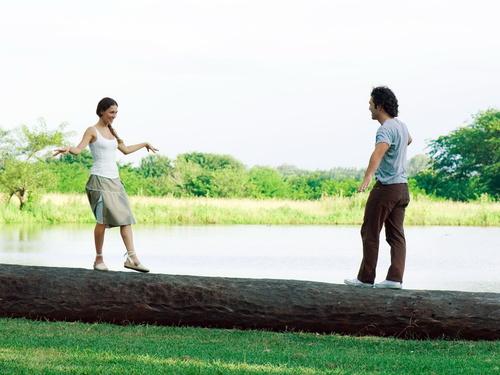 mid 71108 5302 Представим, что мужчина и женщина разделены двадцатью шагами