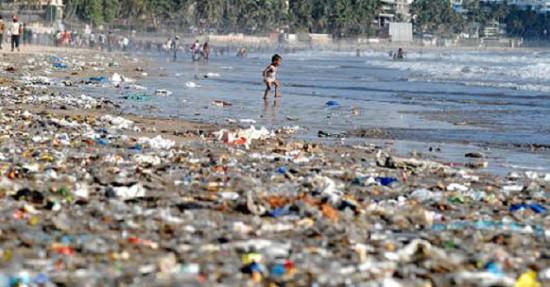plastic pollution ocean 550x287 Пластик как новый вид твердой материи