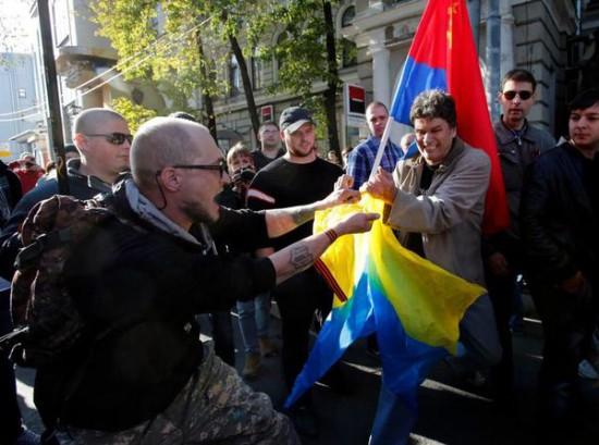 ByD9T2CIcAEiAXg 550x409 Марши мира против войны на Украине
