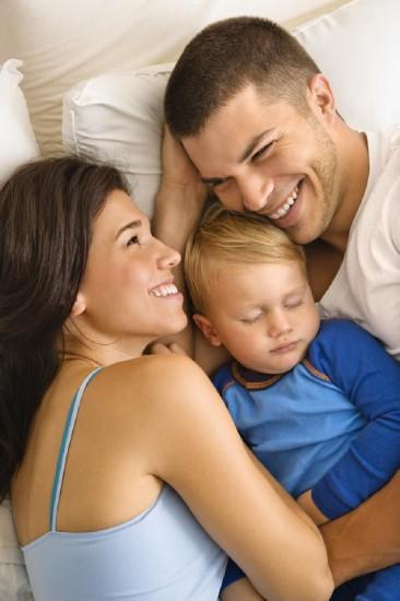 FP young family 366x550 Усыновление