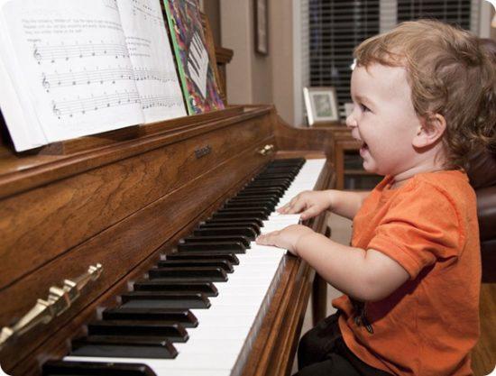 music makes them happy thumb 550x417 10 причин учить ребенка музыке