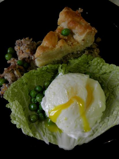 0 af47a 4438f2b9 orig 412x550 Пирог с горошком и яйцом пашот