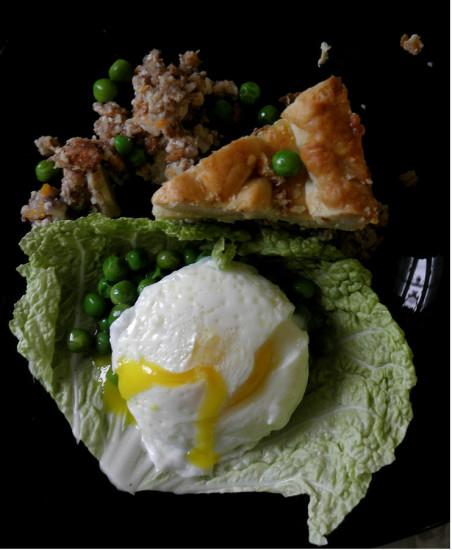 0 af47b 63cf7062 orig 452x550 Пирог с горошком и яйцом пашот