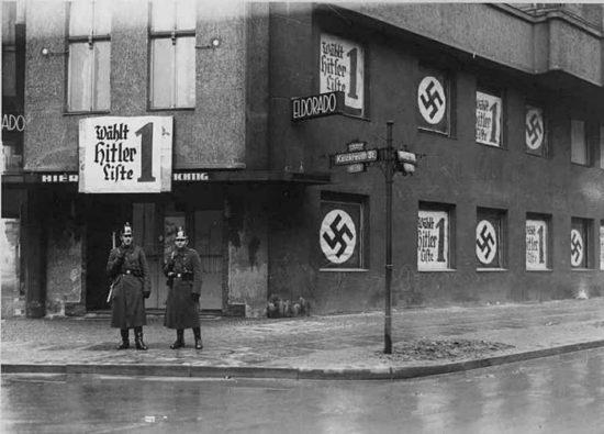 1938 god. Zakrytyj gej klub v Berline. 550x395 Кусочки истории...