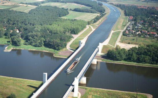 83183902 550x344 Магдебургский водный мост