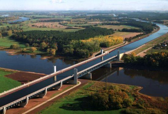 magdeburg water bridge7 550x374 Магдебургский водный мост