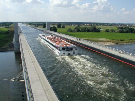 wsk01 550x413 Магдебургский водный мост