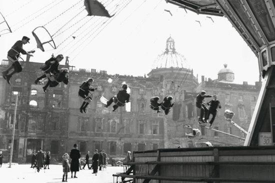 1946 god. Karusel v Berline s Henry Ries 550x366 Осколки истории