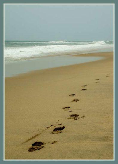 8 394x550 Следы на песке. Притча