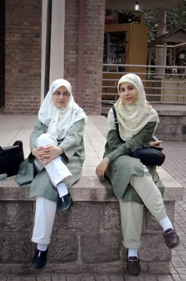 Two Iranian women 365x550 Иран   страна ариев