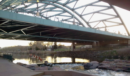 2015 04 06 19.20.43 550x322 США глазами наших людей ІІ   выставка в ботсаду, столбы, мосты и реки