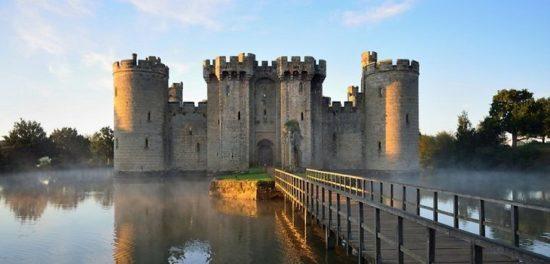 bodiam 550x264 Настоящие замки Британии