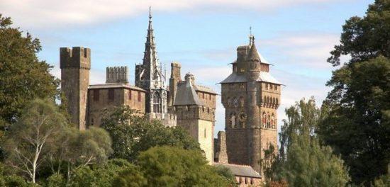 cardiff castle cardiff wales 46171709 550x264 Настоящие замки Британии (2)