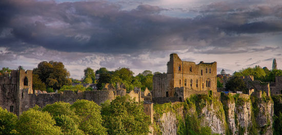 chepstow castle monmouthshire wales 46171757 550x264 Настоящие замки Британии (2)