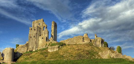 corfe castle dorset england 46171745 550x264 Настоящие замки Британии (2)
