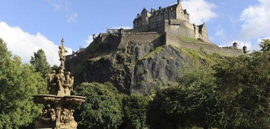 edinburgh 44030179 550x264 Настоящие замки Британии (2)