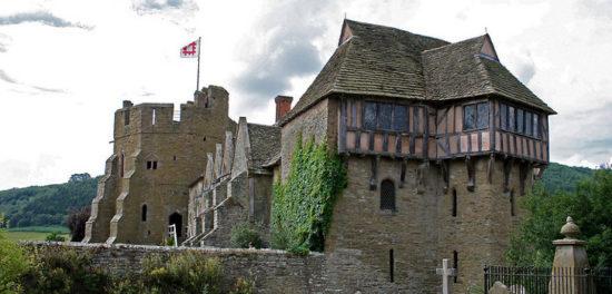 stokesay castle shropshire england 46171665 550x264 Настоящие замки Британии