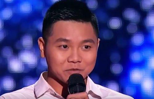 Вьетнамский парень поет украинскую песню