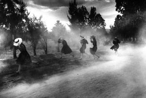 © Larry Towell. Dust Storm, Durango Colony, Durango, Mexico, 1994 Черно белые фото